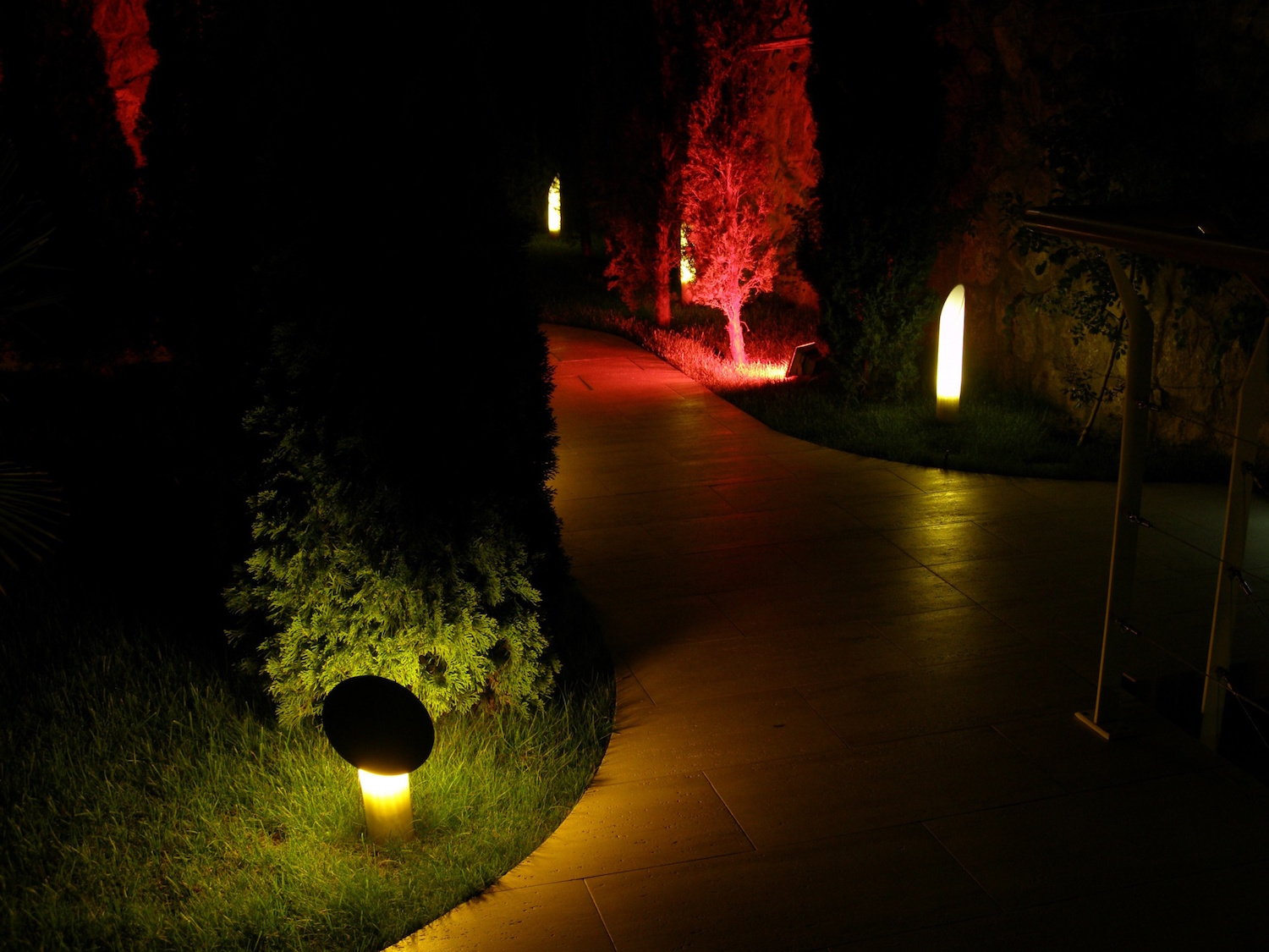 Pathway lights can be beautiful, but there are dozens to choose from. These are our suggestions for pathway lighting designs to brighten up your home.