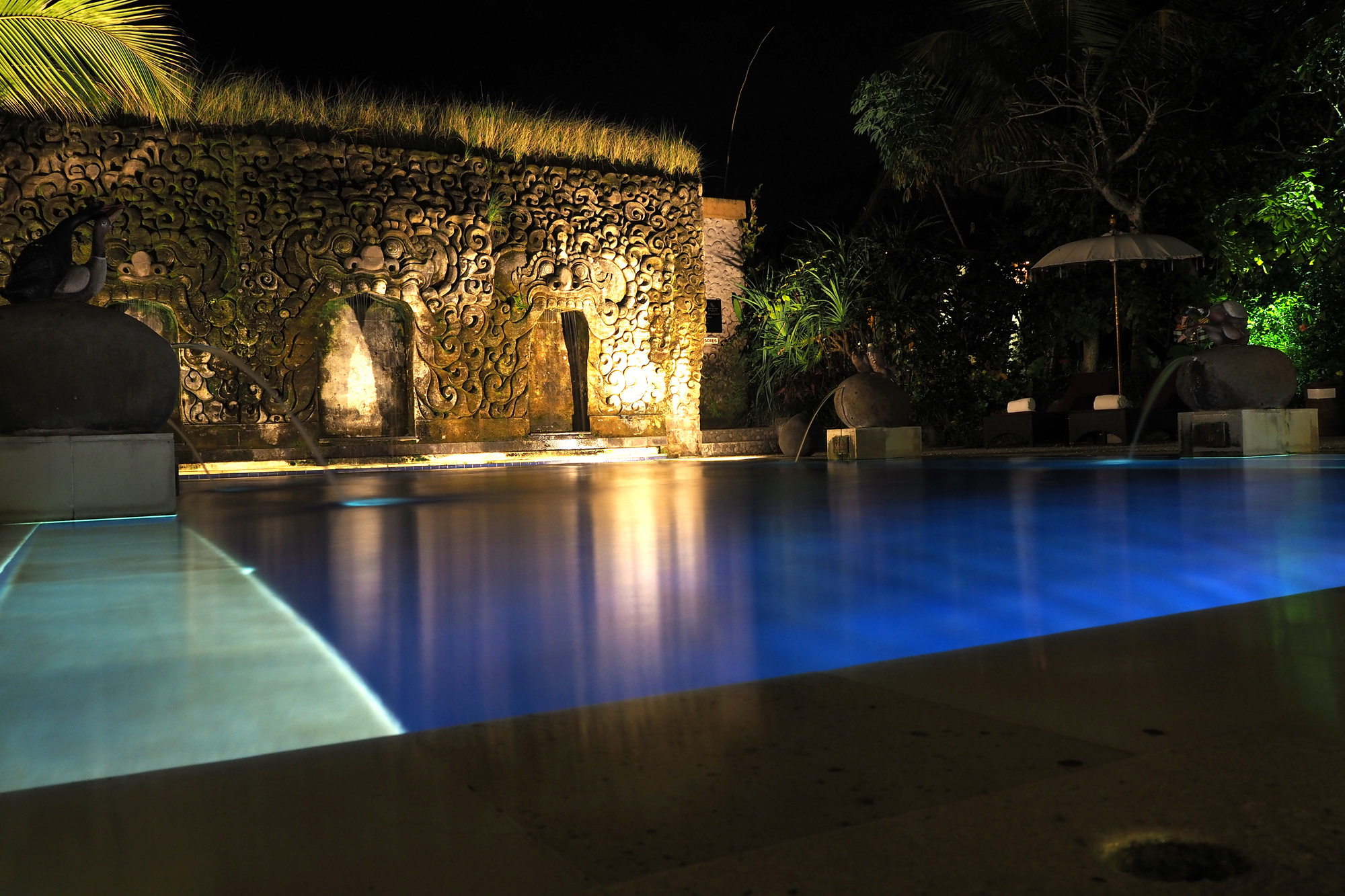outdoor pool lighting